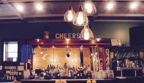 Middlebury, IN: Grab a drink at the bar