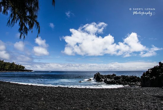 Pahoa, HI: Black sand beach! Its heaven on earth!
