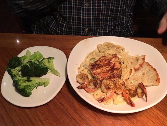 Outback Steakhouse Queensland Chicken Shrimp Pasta And Steamed Broccoli