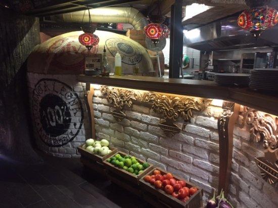 Nice decoration - Picture of La Diva Pizzeria Cartagena, Cartagena ...