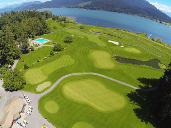 Harrison Mills, แคนาดา: Sandpiper Golf Course and the Harrison River.