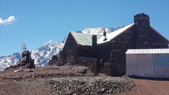 Lujan de Cuyo, Argentina: And some poor souls live up there.....