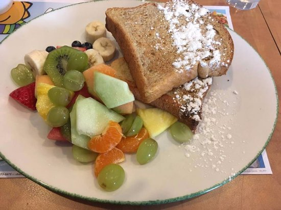 St. Catharines, Canadá: regular french toast with fruit
