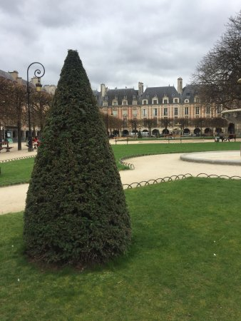 Photo of Monument / Landmark Place des Vosges at Place Des Vosges, Paris 75004, France