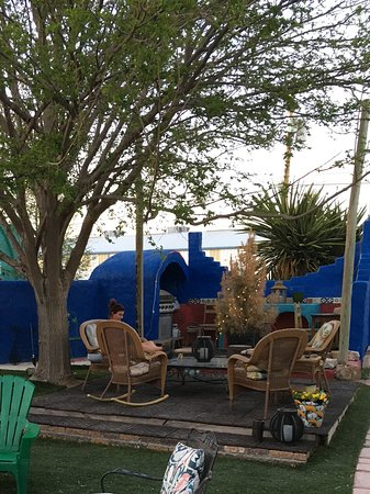 Marathon, TX: Outdoor patio
