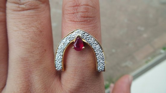 Vientiane, Laos: BEAUTIFUL UNHEATED 1 CARAT RUBY STRAT FROM 700$