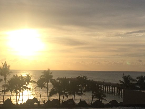 Sunny Isles Beach, FL: Excelente vista. Pesima habitacion