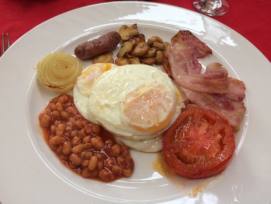 Trogon House and Forest Spa: Breakfast: Fried egg, sausage, sauteed mushrooms, streaky bacon, fried tomato, onion