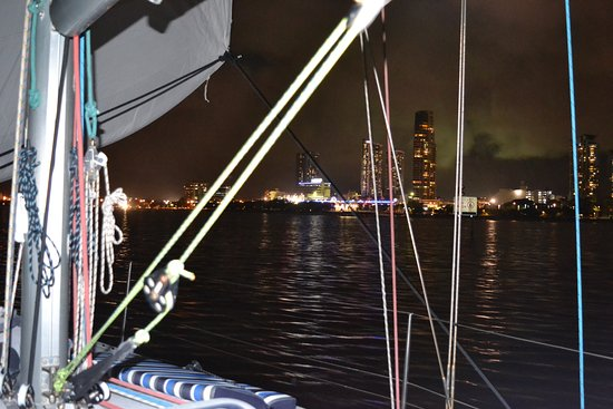 Champagne Sailing Cruises: Returning home after the evening cruise - Southport view