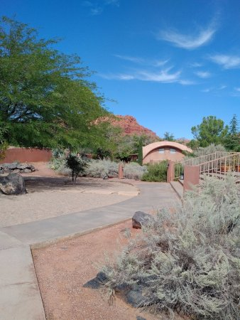 Ivins, UT: Actual photo of hotel grounds....not an amphitheater