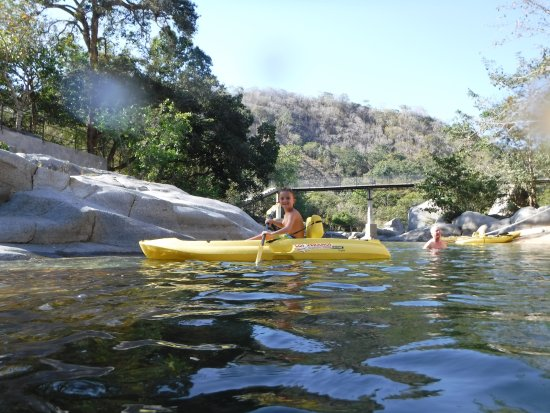 Los Veranos Canopy Tour: Kayaks and a cool river after the zipline.