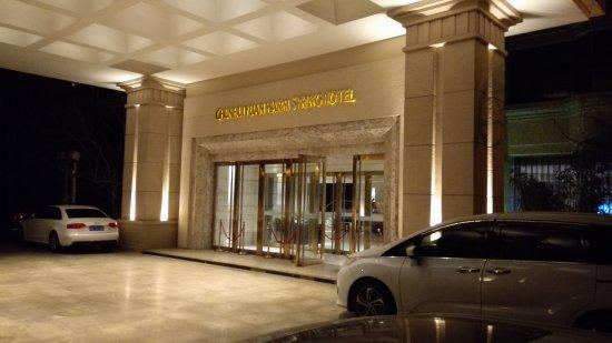 Chun Hui Yuan Resort: Main entrance to hotel lobby