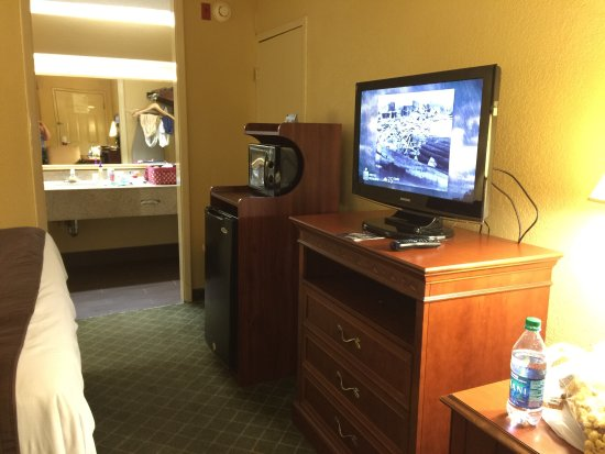 Super 8 Macon West: Very nice room, with attention to details