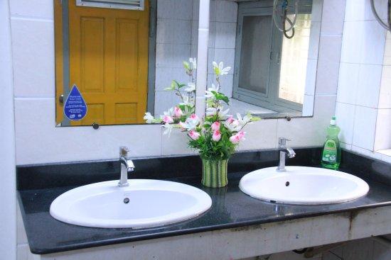 Bathroom - Picture of 20 Street Hostel, Yangon (Rangoon) - Tripadvisor