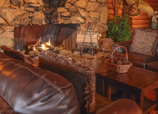 Sumas, WA: Have a glass of wine by the fire.
