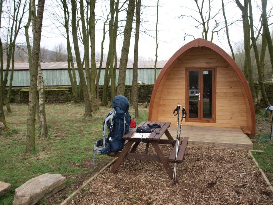 Glossop, UK: Also smal cabins for lux camping