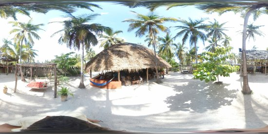 New Teddy's Place: 360 view of restaurant and chilling area