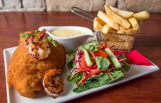 Toowoomba, Australien: Cluckin' Chicken with Grilled Prawns
