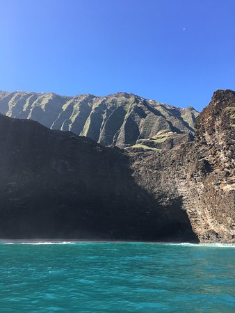 Kekaha, HI: THIS TOUR IS A MUST. If you are planning on taking a tour of the Na Pali Coast, do yourself a fa