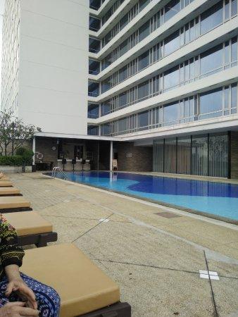 Eastin Hotel Makkasan: Pool area on Floor 8