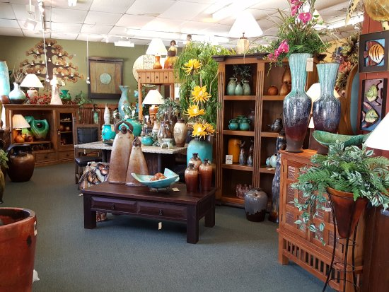 Stover, MO: Clay sculptures, vases and lamps mixed with beautiful floral arrangements.