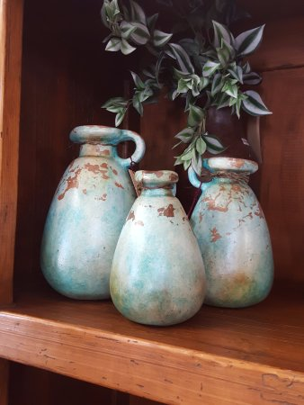 Stover, MO: Small decorative vases to put in those hard to fill niches!