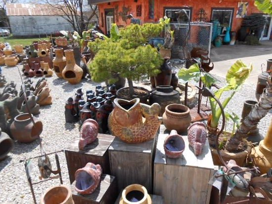 Stover, MO: Great outdoor planters, urns & chimeneas!