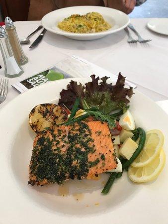 La Dolce Vita Restaurant: Crab pasta and herb crusted salmon. Horrible.