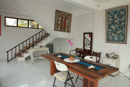 Oka Kartini Bungalow: Living area