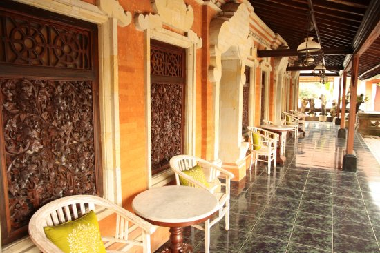 Oka Kartini Bungalow: terrace