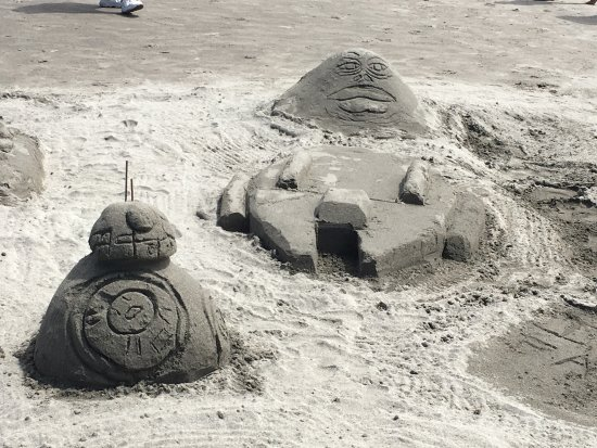 Long Beach, WA: Star Wars sculpure with BB-8,Jabba, and the Millennium Falcon!