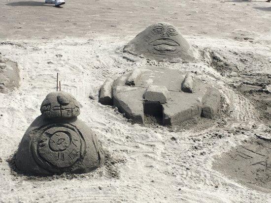 Long Beach, Вашингтон: Star Wars sculpure with BB-8,Jabba, and the Millennium Falcon!