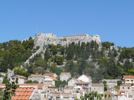 Hvar, Κροατία: Twierdza widziana z Rivy.