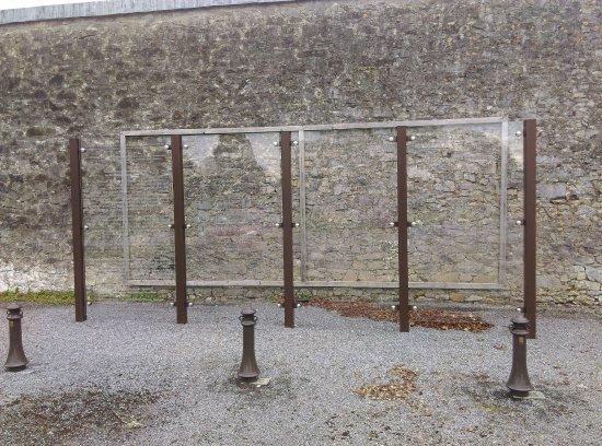 Strokestown, Irland: Glass commemoration