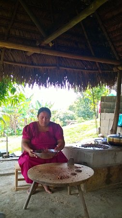 Punta Gorda, Belice: Chocolate making at Eladio Pop's Cacao Farm