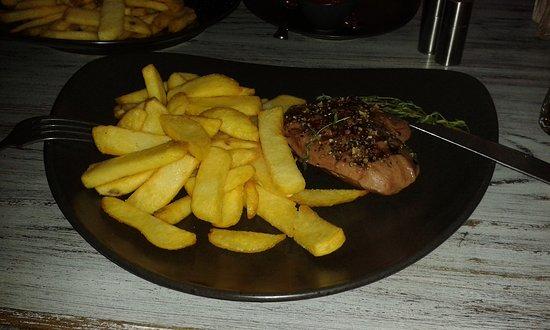 """Wangerooge, Alemanha: Das Steak hätte nicht besser sein können! Und die belgischen Fritten kamen dem """"Original"""" sehr n"""