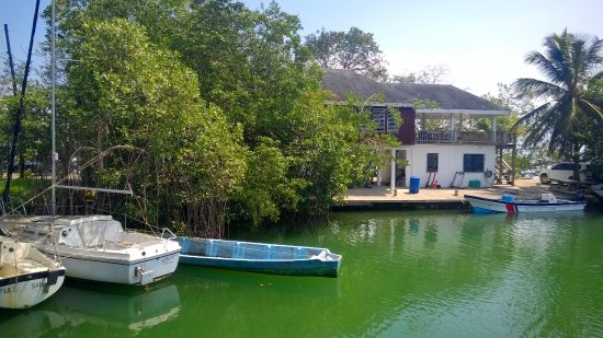 Punta Gorda, Belice: Front Street