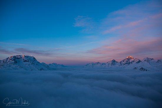 Samedan, Schweiz: Aussicht aufs Nebelmeer vom Zimmer aus