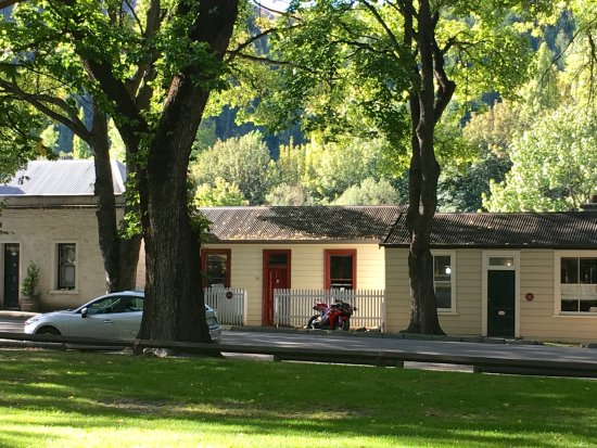 Arrowtown, New Zealand: tiny cottages