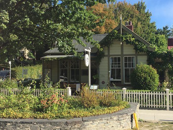 Arrowtown, New Zealand: ideal cottage?