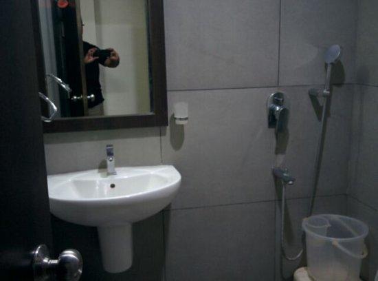 Hotel Tourist: goibibo_1489972380119_large.jpg