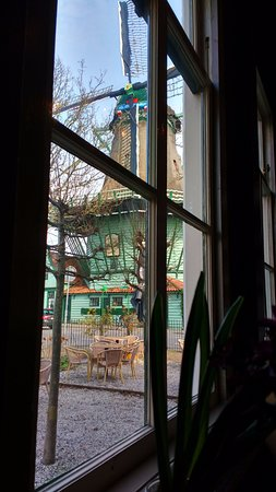 De Smuiger : A mill through the window