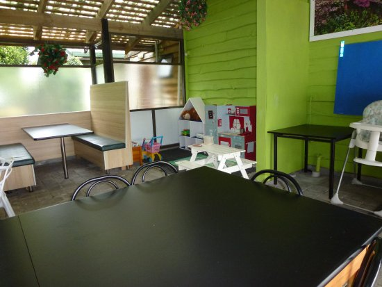 Promised Land, Australia: Eating area with children's play section