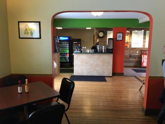 Webster, نيويورك: Bay Vista Taqueria - view towards ordering counter