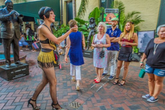 Two Chicks Walking Tours: Ashton leads the history of Burlesque tour.