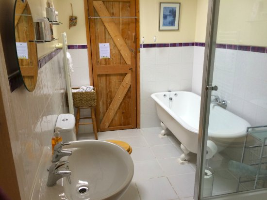 Machynlleth, UK: Nice, modern bathroom