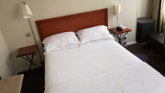 Kleines Zimmer, schmale Betten - aber generell sauber ...