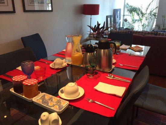 B&B ZUZABED: pièce commune où l'on prend le petit déjeuner et où l'on rencontre les autres hôtes du monde ent