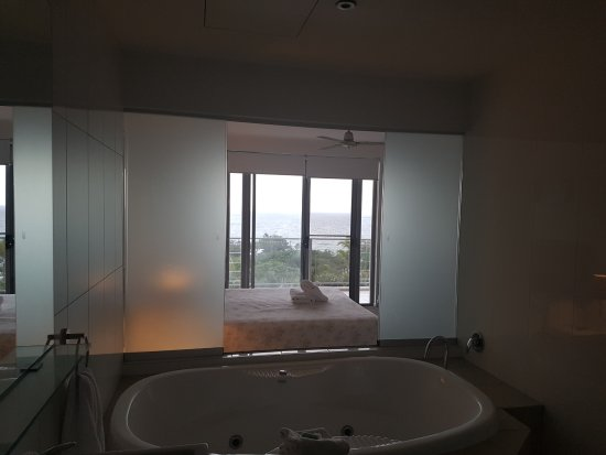 Rainbow Beach, Australia: Looking from the ensuite through the main bedroom