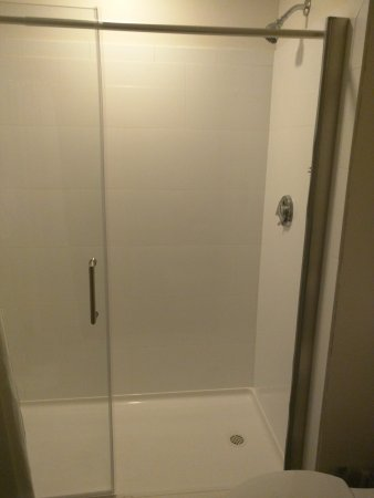 Quincy, MA: The shower in our accessible room is missing the glass half wall it's supposed to have. Duck tap